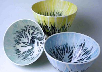 Porcelain. H: 9.5 - 11 cm