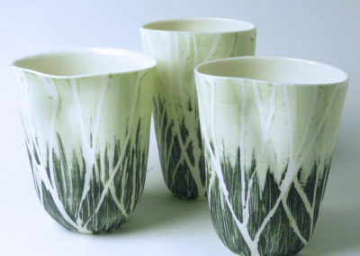 Porcelain. H: 11-13 cm
