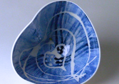 Porcelain. H: 8.5 cm