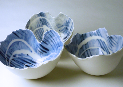 Porcelain. H: 7-9 cm